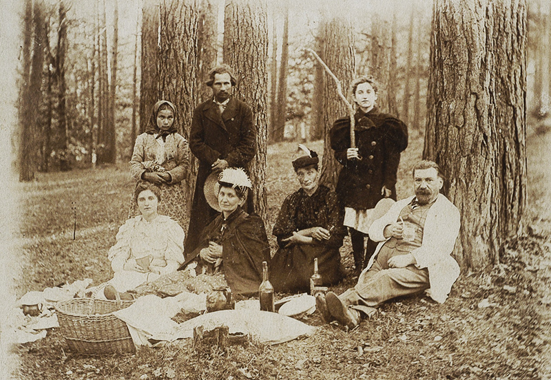 The family of Oktawian Piotrowski in the forest during spring break,1890, photo: Polona National Library