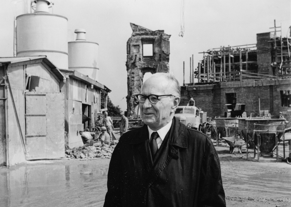 Prof. Jan Zachwatowicz in the Royal Castle during reconstruction, Warsaw, 1972, photo: Bolesław Miedza/PAP.