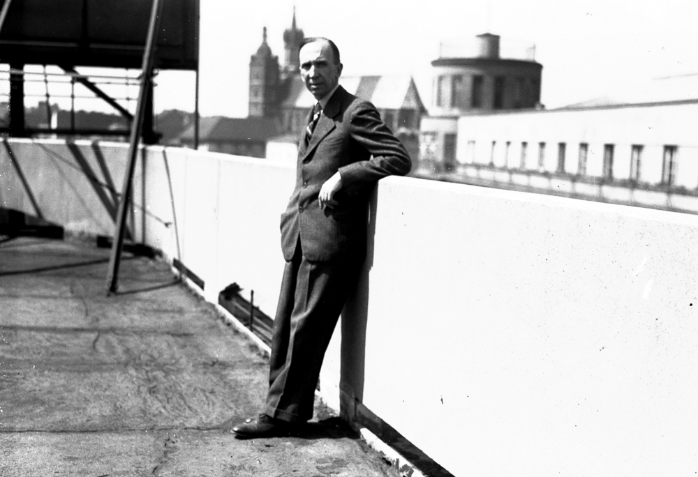 Stanisław Mikulicz-Radecki, director of the office of the Society for the Encouragement of the Fine Arts in Warsaw. Situational photography on the rooftop of the Press Palace in Kraków, photograph from the period 1926-1933/ photo: audiovis.nac.gov.pl (NAC).