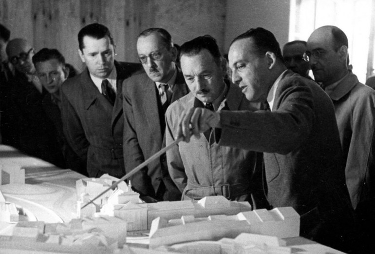 Jóżef Sigalin, presenting construction plans to president Bierut, photo: MHW