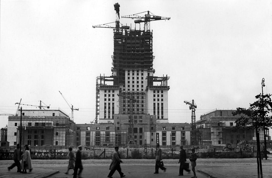 Budowa Palacu Kultury i Nauki, 1953,  fot. Forum