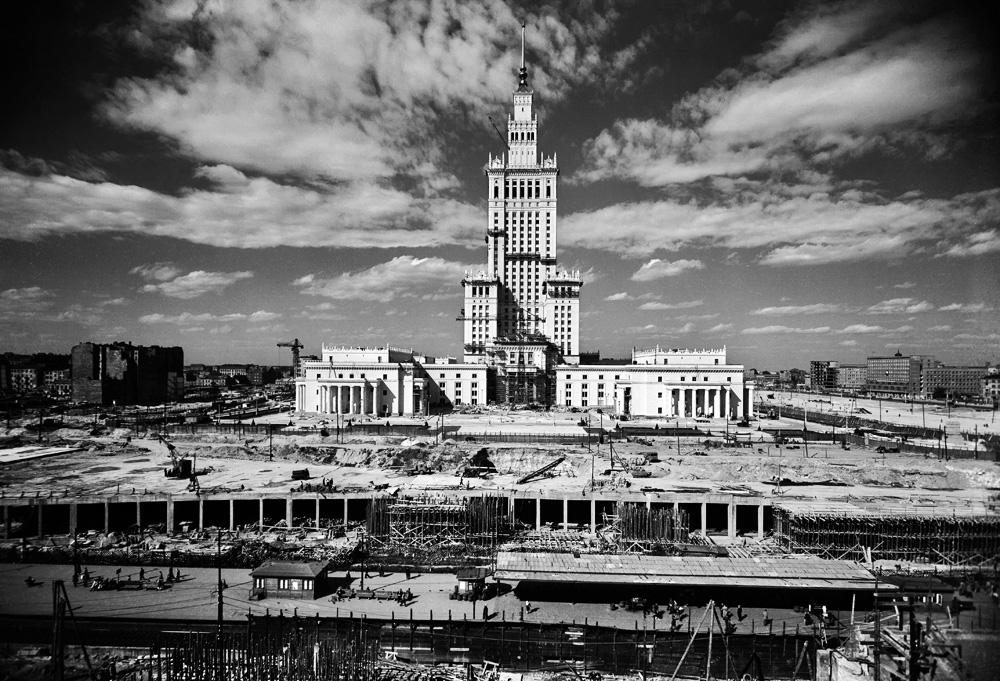 Pałac Kultury i Nauki, 1954, fot. Władysław Sławny / Forum Kliknij i przeciągnij, by przenieść.