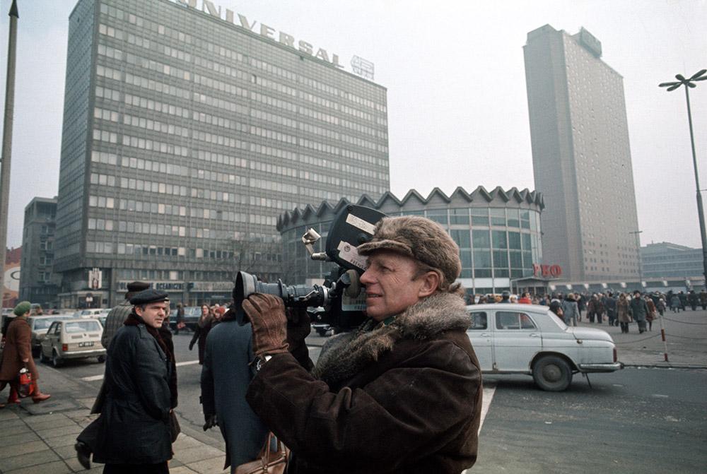 Tony Halik as an NBC reporter,  Warsaw, 70., photo: Jerzy Michalski/Forum