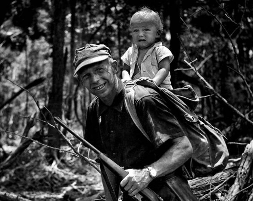Tony Halik and his son Ozana in Central America, 1960, photo: Elżbieta Dzikowska's archive