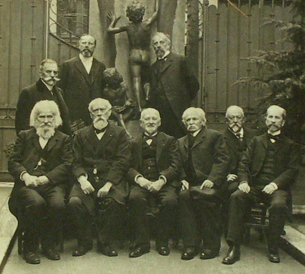 The Polish School in Paris - the school board by the statue of Seweryn Gałęzowski, from the left: Władysław Mickiewicz, Wacław Gasztowtt, Józef Gałęzowski, Bolesław Rubach, Władysław Malinowski, Aleksander Dybowski, Eugeniusz Korytko, Alfred Budzyński, Dionizy Zaleski, Paris 1911, photo: Jan Lipkowski / Muzeum Literatury /  East News
