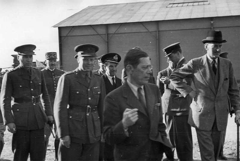 British Army camp in Coetquidan, 1940. Józef Retinger accompanies Lieutenant Zbigniew Korfanty, photo: