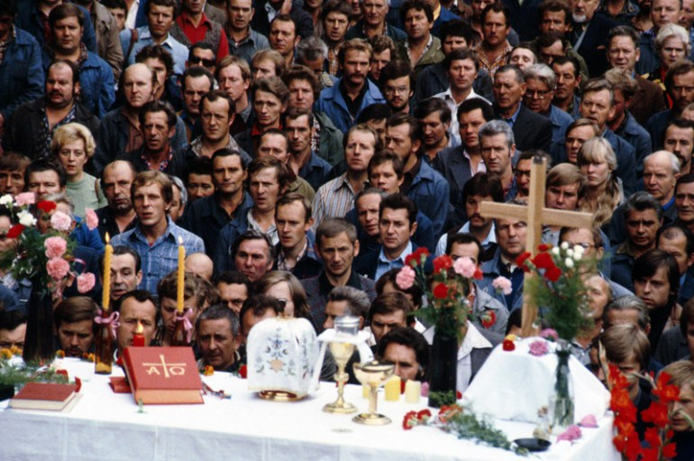 Holy Mess in the Gdańsk Shipyard, the last day of the strike, August 1980; photo: Chris Niedenthal / Forum