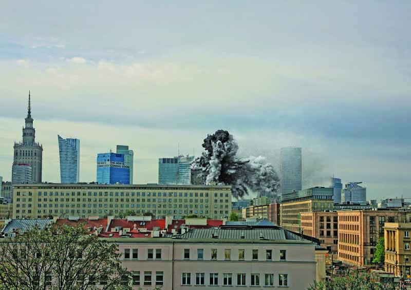 """Zdjęcie oryginalne wykonał Sylwester Braun """"Kris"""", 28 sierpnia z dachu kamienicy przy ul. Kopernika 28, fot. dzięki uprzejmości Wydawnictwa Wielka Litera"""
