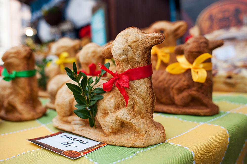 Easter bread lambs, photo: Grzegorz Lyko / ArtService/Forum