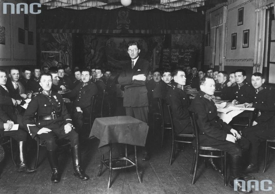 Esperanto course in Kraków, the students are the Kraków  policemen, 1919-1939  Photo: NAC