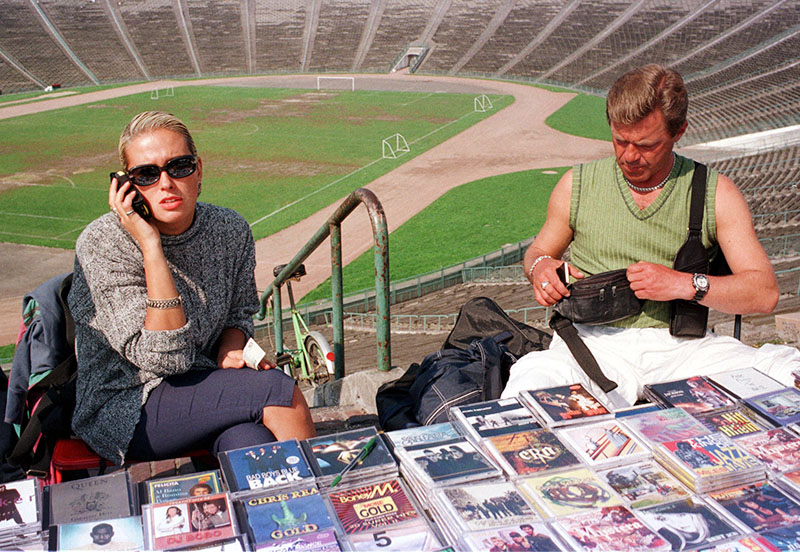 Bootleg CDs on sale at the Dziesięciolecia Stadium in Warsaw, 1994, photo: Piotr Malecki / Forum