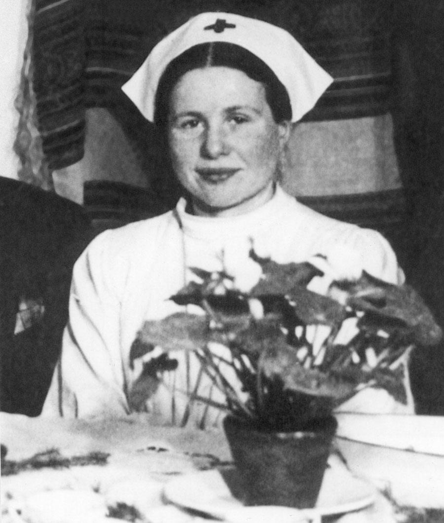 Irena Sendlerowa, sanitariuszka w Powstaniu Warszawskim w 1944 ,  fot.  archiwum Janiny Zgrzembskiej / East News