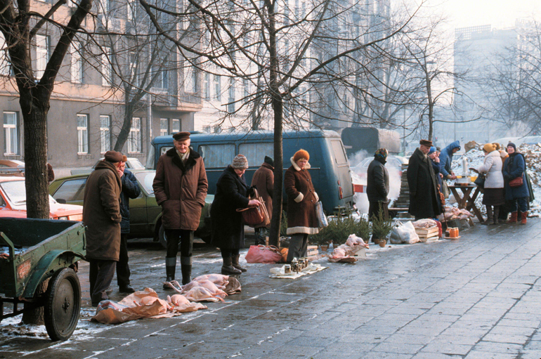 People selling meat on the street near Polna market, photo: East News