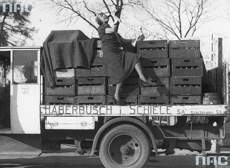 A truck of the pre-war berwery Haberbusch i Schiele, photo: National Digital Archives