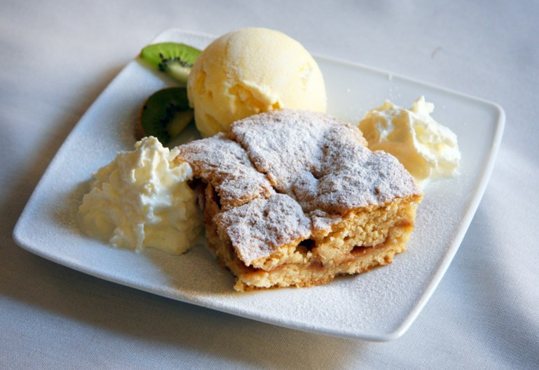 Apple pie (Szarlotka), photo: Piotr Jedzura / Reportret / East News