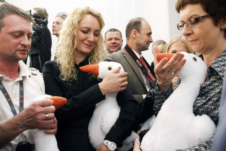 """Sejm, Akcja pod hasłem """"gęsina na św. Marcina"""", której celem jest przywrócenie zwyczaju jedzenia gęsiny i starych zwyczajów z tym związanych, fot. Grażyna Myślińska / Forum"""