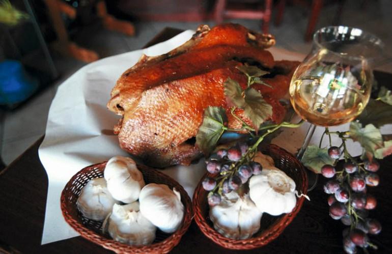Gęsie po siewiersku z restauracji Oberża Złota Gęś,  fot. Dawid Chalimoniuk / Agencja Gazeta