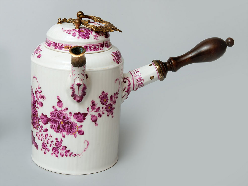 A chocolate pot with a lid, Germany, Meissen, circa 1750-1760, a gift from Robyg SA for the Museum of King Jan III's Palace in Wilanów