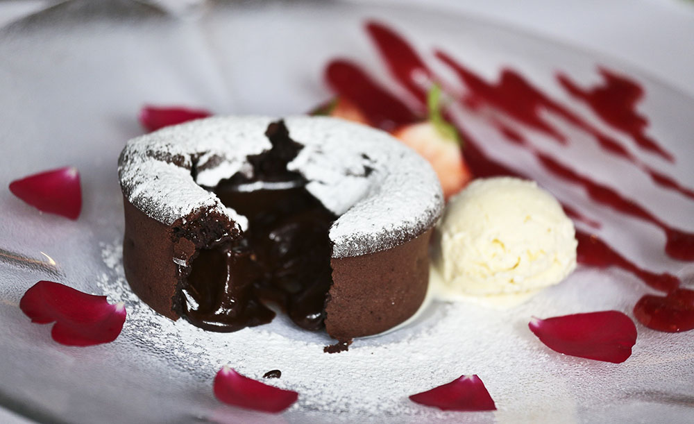 Chocolate soufflé, photo: Piotr Jedzura/Reporter