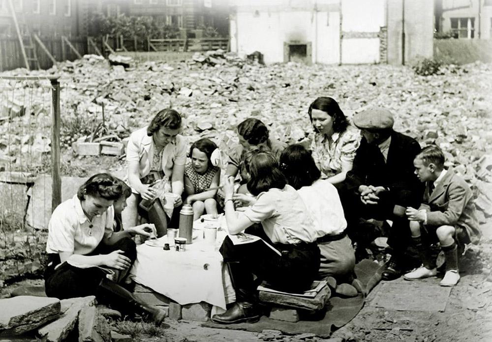"""Fotografia archiwalna z książki """"Okupacja od kuchni"""", fot. prasowe Wydawnictwa Znak Horyzont"""