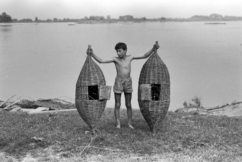 A boy holding two crayfish cages, Wisła, 1967, photo: Jerzy Dabrowski/ Forum