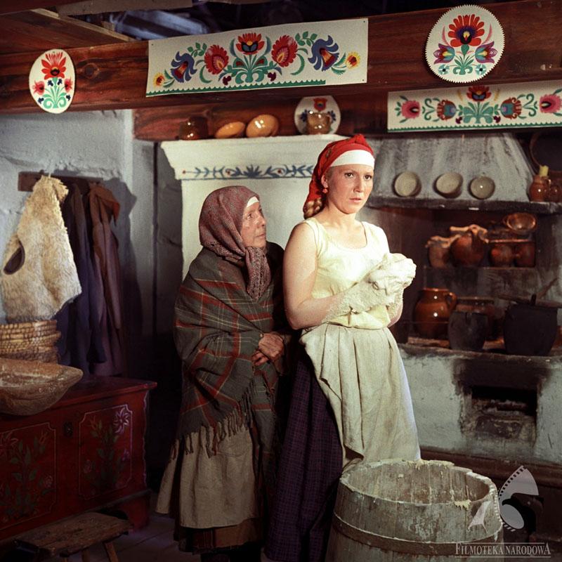 A still from The Peasants, a movie directed by Jan Rybkowski, 1973; Barbara Ludwiżanka and Emilia Krakowska, photo: Film Studio Kadr / The National Film Archive – www.fototeka.fn.org.pl
