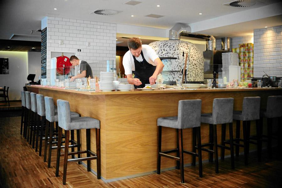 Wnętrze restauracji Mąka i Woda, fot. Adam Stępień / AG