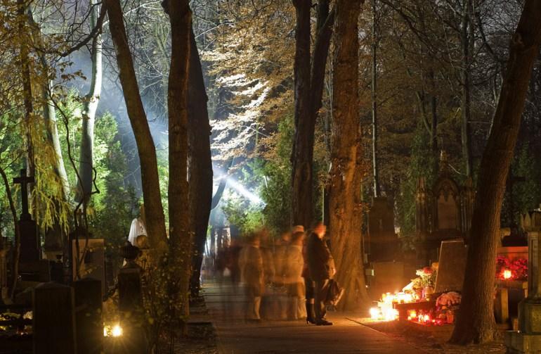 Варшава, кладбище Старые Повонзки, фото: Анджей Сидор / Forum