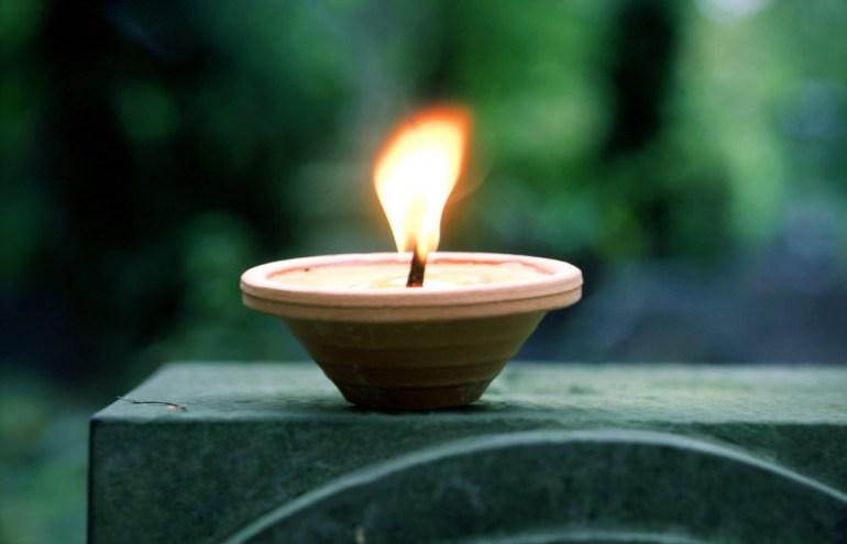 Задушки, свечи на кладбище, фото: Ян Морек / Forum