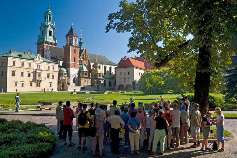 Tourists on Wawel Hill, Kraków, 2007, photo: Radek Jaworski / Forum
