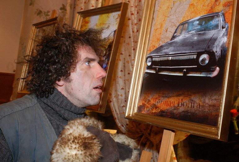 Календарь с Черной Волгой и фотография, на фото Гжегож Следзь, фот. Томаш Пачос / Forum