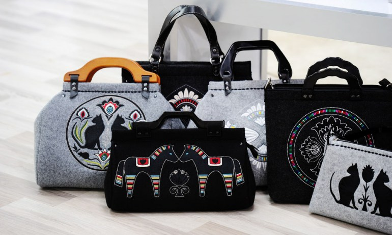 Goshico felt handbag with a traditional motif, photo: Piotr Bławicki / East News