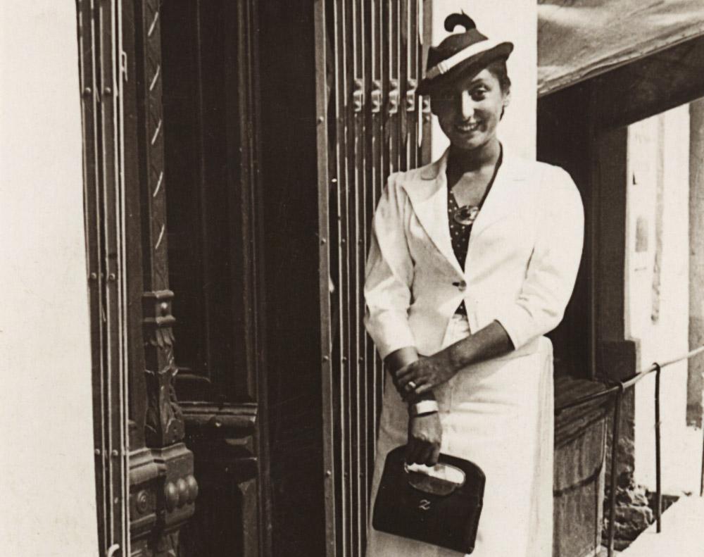 Поетка Зузанна Ґінчанка в своєму рідному місті Рівному, 1934. Фото: Muzeum Literatury / East News