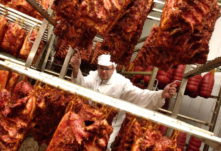 Butcher surrounded by bacon, photo: Jan Malec / Forum