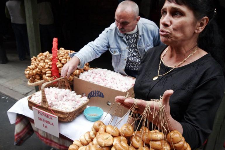 Pańska skórka and obwarzanki sold on the street, Plac Grzybowski, Warsaw, photo: Karol Piechocki / Reporter / East News