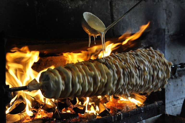 Baking a sękacz on wood, photo:  Andrzej Sidor / Forum