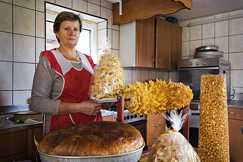 Biruta Zimnicka, emerytka, piecze sekacze, stulisciany, kominy, mrowiska, Buraki, 2012, fot: Andrzej Sidor / Forum