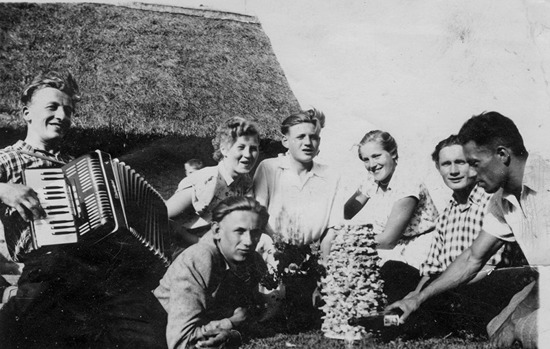 Wesele u Bykowskich Lumbie. 1957, Zdjecie z albumu rodzinnego Józefy Popiel z Berznik, rep: Andrzej Sidor