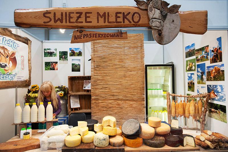 Stoisko z nabiałem regionalnym, photo: Andrzej Zbraniecki / East News