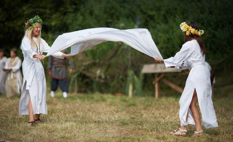 Święto Bursztynu w Konopnicy, inscenizacja nad rzeką Wartą , photo: Marcin Stępień / Agencja Gazeta