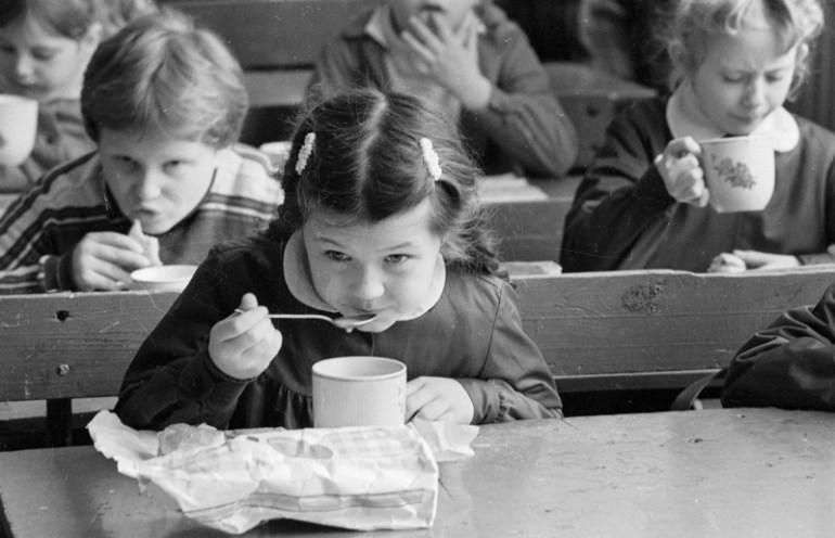 Milk drinking, 1986, photo: Marek Szymański/Reporter