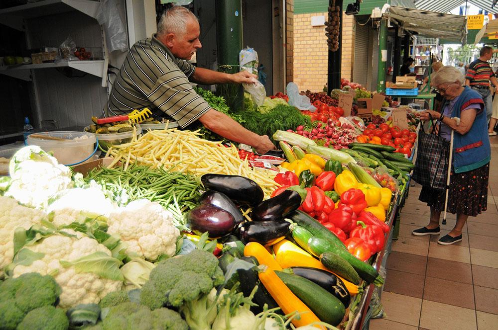 Овощной рынок в Варшаве, фото: Филип Климашевский/AG