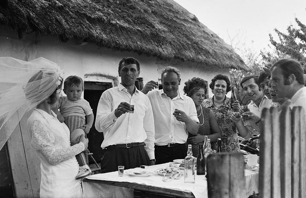 Bitter, bitter! Near Częstochowa, l1970s, rural wedding, photo: Edward Kowalik/Forum