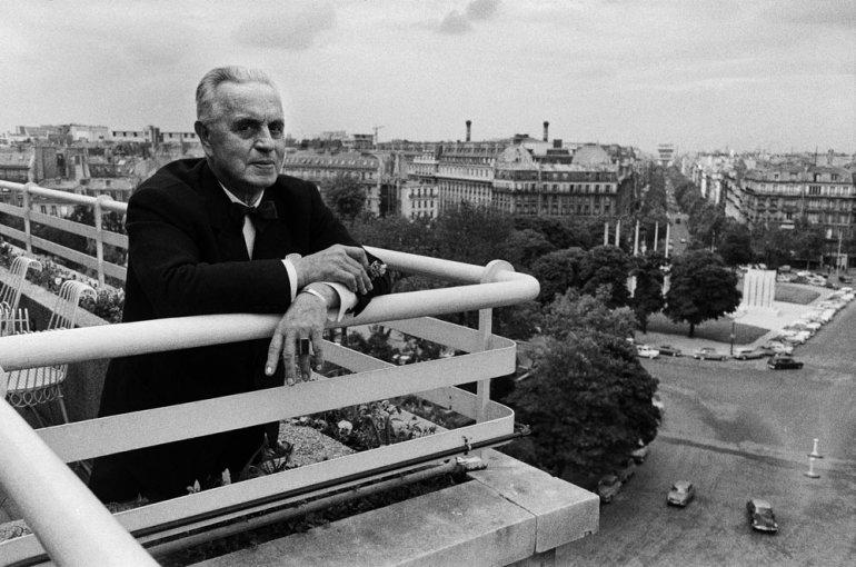 Antoni Cierplikowski  w swoim mieszkaniu, Paryż, Francja, 1963, photo: Władysław Sławny / Forum