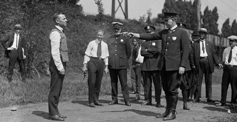 Testing a bulletproof vest, 1923, photo: part of National Photo Company Collection/Library of Congress, Washington, D.C.