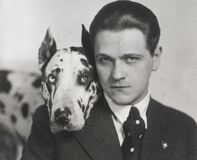 Eugeniusz Bodo with his dog Sambo, 1931, photo: Jerzy Benedykt Dorys/Biblioteka Narodowa Polona