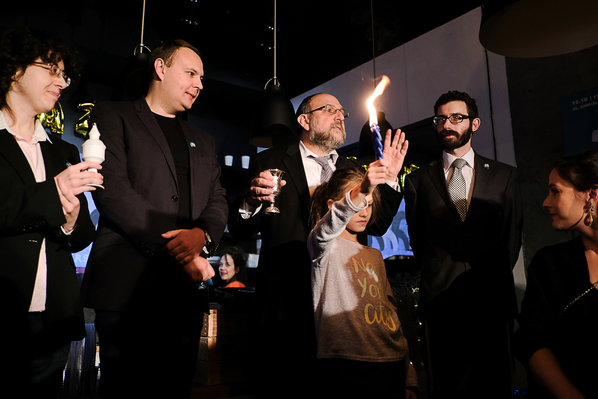 The havdalah ceremony marking the end of the Sabbath as well as the benning of JCC Warsaw's 3rd birthday celebration. Pictured: four rabbis from the Jewish Community in Warsaw and Agata Rakowiecka, director of JCC Warsaw, photo: Piotr Kulisiewicz