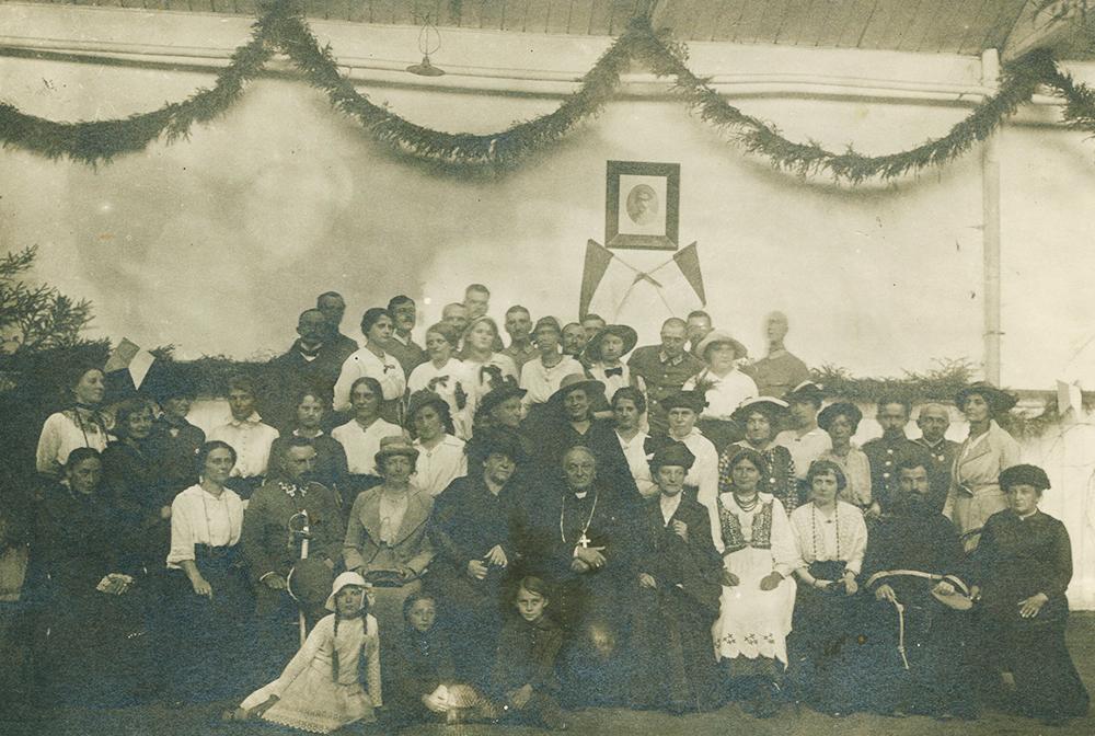 Polish Women's League, 1916. The visible figures are: Władysław Bandurski, Maria Piłsudska, Women's organisations, Polish Women's League, Zofia Anna Moraczewska, photo: National Library/POLONA
