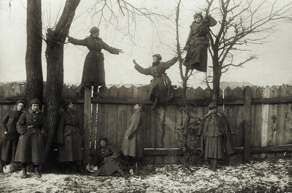 Ćwiczenia oddziału Ochotniczej Legii Kobiet, okolice Lwowa, 1919, fot. Muzeum Wojska Polskiego