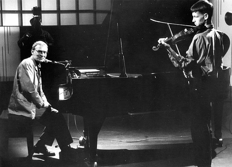 Leszek Długosz z synem Wojtkiem, koncert w warszawskim studiu TVP, lata 90. Fot. Jerzy Wójcik